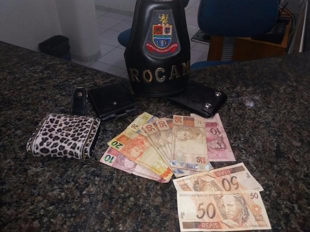 Casal é preso com cerca de R$ 400 em notas falsas em Jacareí (Foto: Divulgação/Polícia Militar)