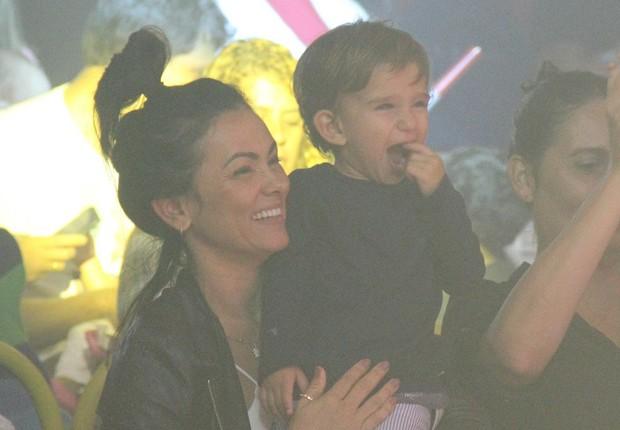 Suzana Alves e o filho, Benjamin (Foto: AgNews)