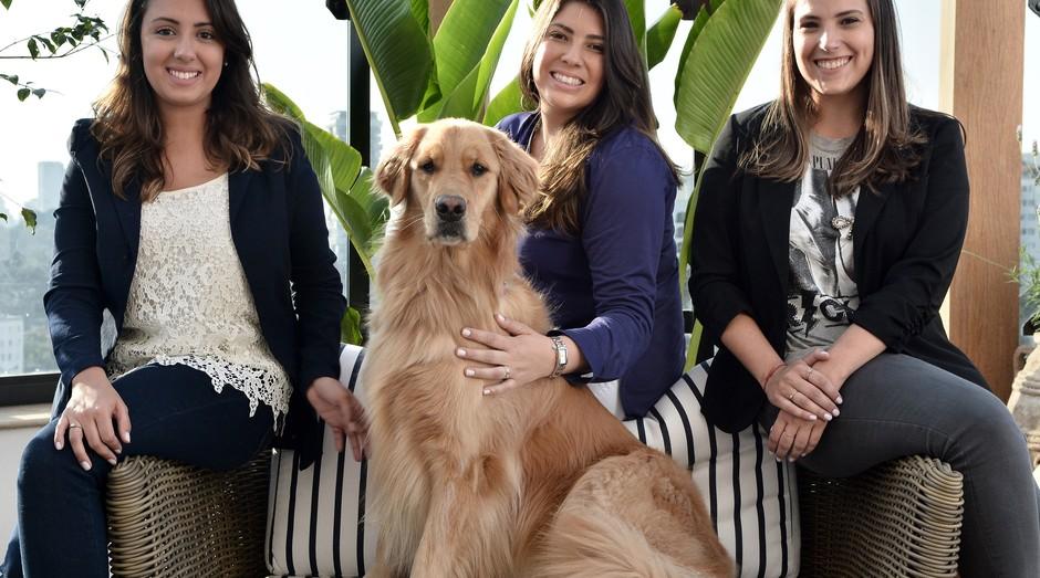 Comidinha Pet: as sócias Aline Merchan, Juliana Calixto, Mariana Zaia e Valentina (cão) (Foto: Divulgação)