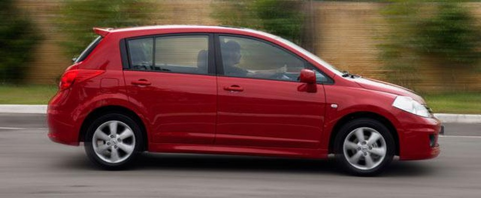 Nissan Tiida Hatch (Foto: Divulgacao)