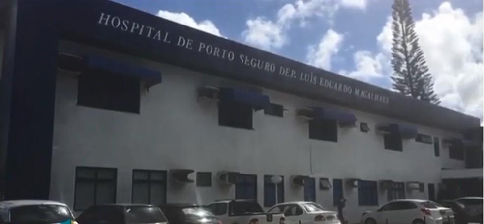 Criança está internada no Hospital Luís Eduardo Magalhães, em Porto Seguro (Foto: Reprodução/ TV Santa Cruz)