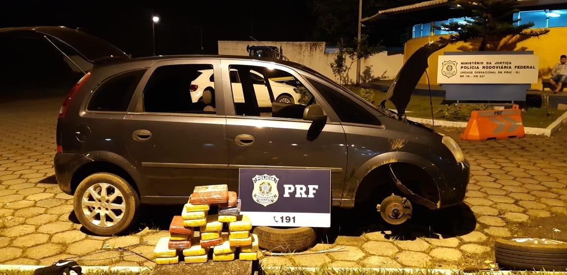 Motorista é preso com 25 kg de cocaína escondidos em fundo falso de carro abordado na Dutra