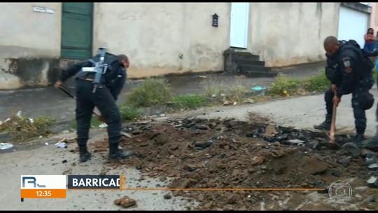 Cinco homens são detidos suspeitos de instalar barricadas em comunidade de São João de Meriti, RJ