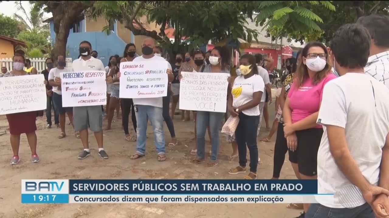 Servidores públicos de Prado protestam após serem dispensados do trabalho sem explicações