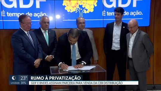 GDF assina contrato com BNDES para viabilizar privatização da CEB Distribuição