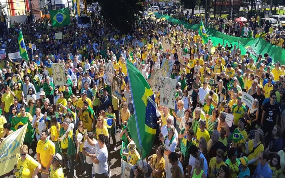 RIBEIRÃO PRETO, 11h50: manifestantes fazem ato em apoio ao governo Bolsonaro em Ribeirão Preto neste domingo (26) — Foto: Ariane Lima/EPTV