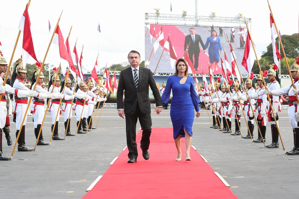 O presidente e a primeira-dama, Michelle Bolsonaro, chegaram juntos para a solenidade no Quartel General do Exército — Foto: Marcos Corrêa/G1