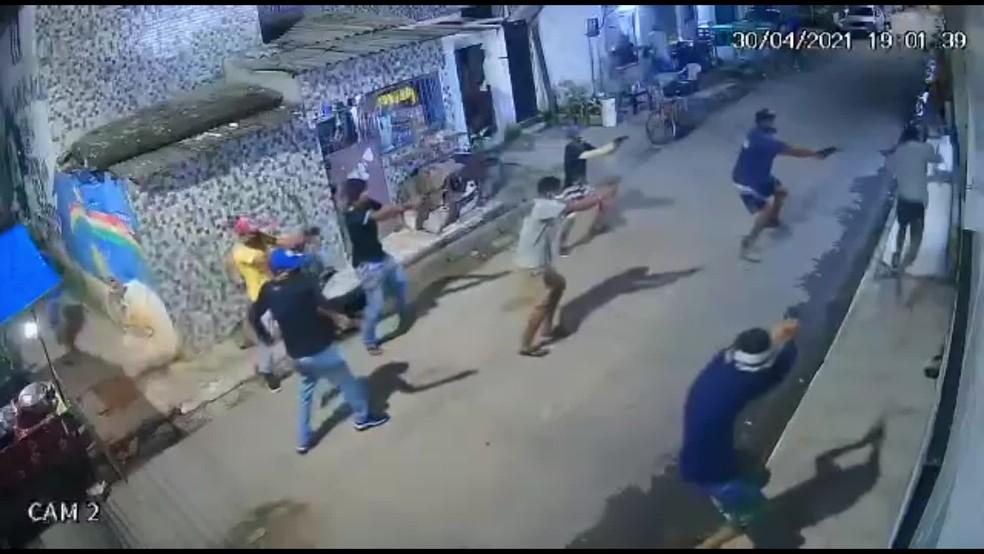 Adolescente foi morto a tiros por um grupo de homens, em Nova Descoberta, na Zona Norte do Recife — Foto: Reprodução/WhatsApp