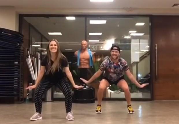 Carla Diaz dança hits de Chiquititas em aula de dança (Foto: Reprodução/Instagram)