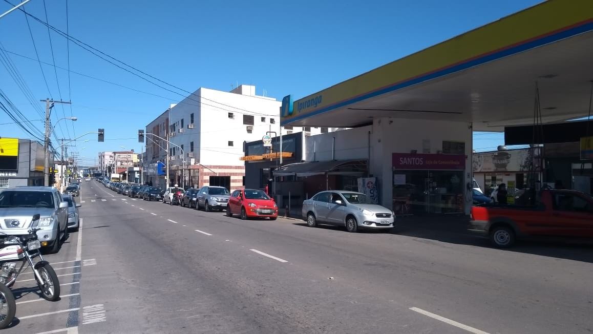 Terceiro dia de paralisação dos caminhoneiros tem corrida aos postos de combustíveis em MG