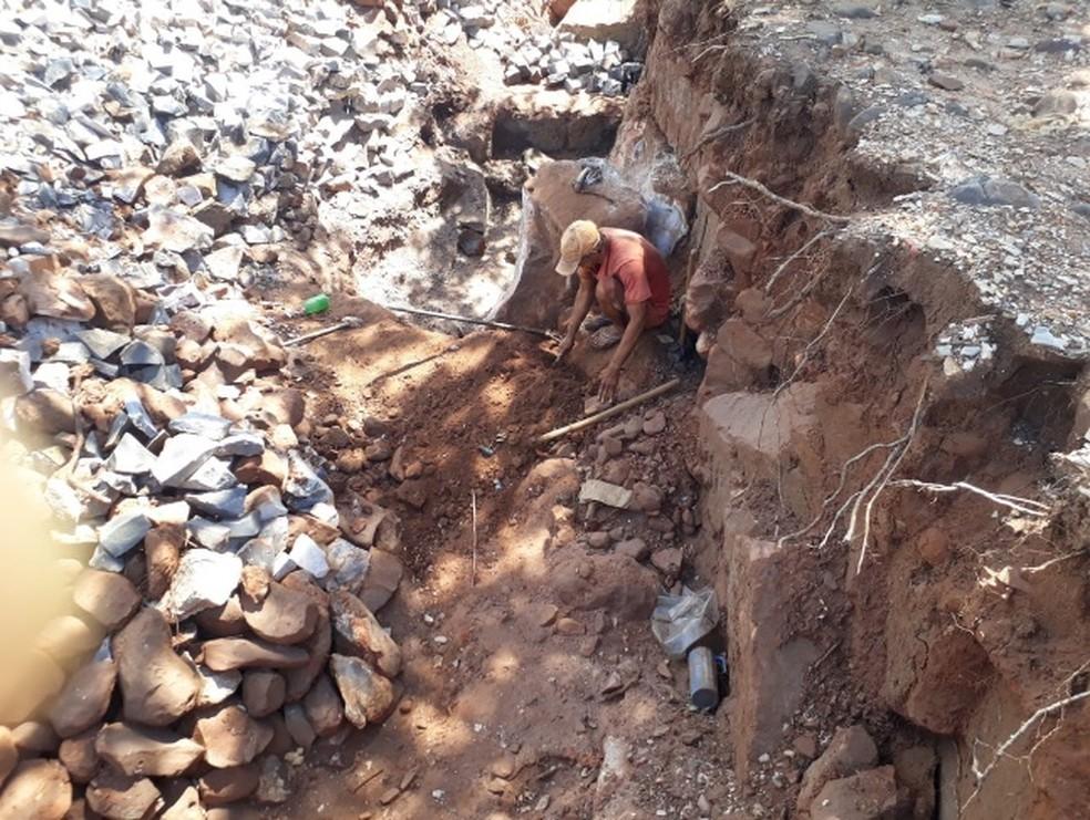 Trabalhadores resgatados trabalhavam fabricando paralelepípedos em pedreira localizada em Santa Cruz do Piauí — Foto: Divulgação/ Ministério do Trabalho