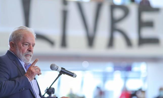 Lula dá entrevista após recuperar direitos políticos