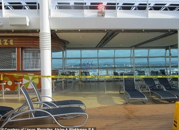 Cruzeiro não chegou a sair do porto (Foto: Reprodução/Daily Mail)