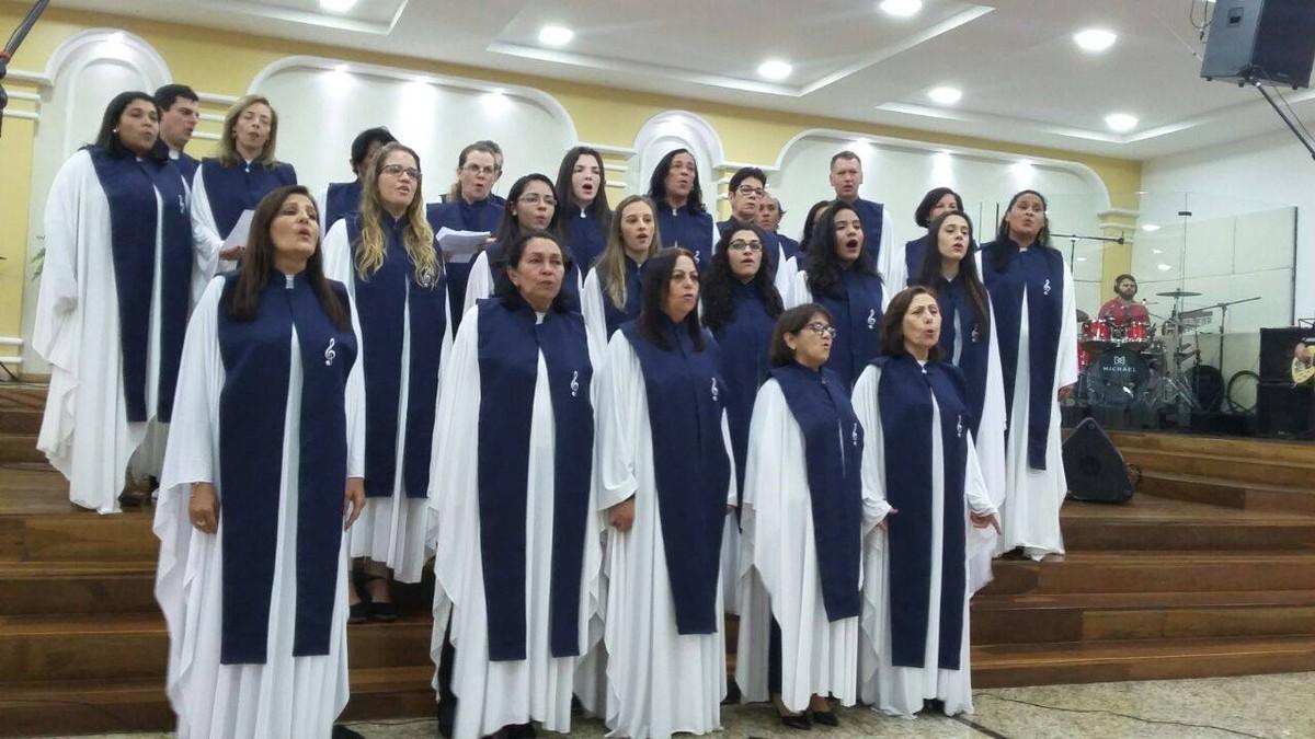 Coral gospel faz apresentação em Cabo Frio, RJ, nesta sexta