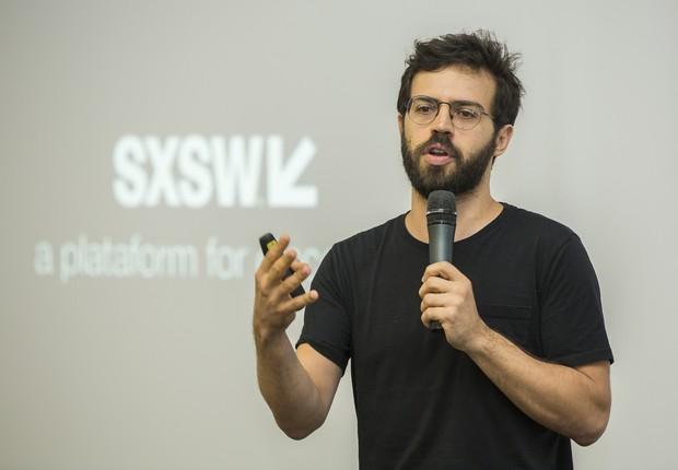 Eduardo Fraga, curador da Apex-Brasil no SXSW 2018, durante palestra no bootcamp. Especialista já frequenta o festival há quase 10 anos.  (Foto: Leo Orestes)