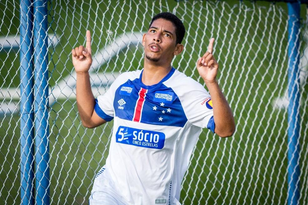 Zé Eduardo comemora gol pelo Cruzeiro; jogador está emprestado ao Villa Nova — Foto: Gustavo Aleixo