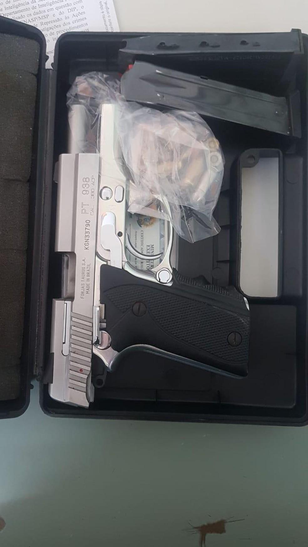 Duas pistolas foram apreendidas — Foto: Reprodução/Polícia Civil do Ceará