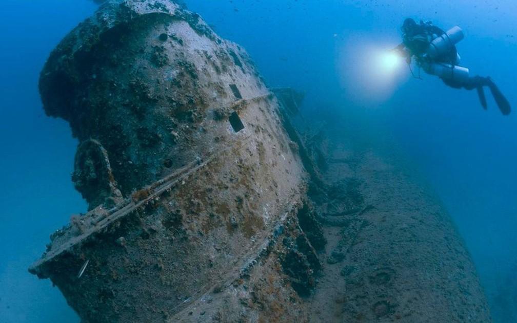 Torre do submarino britânico HMS Stubborn, afundado em Malta há 51 anos (Foto: Steve Jones/www.millionfish.com)