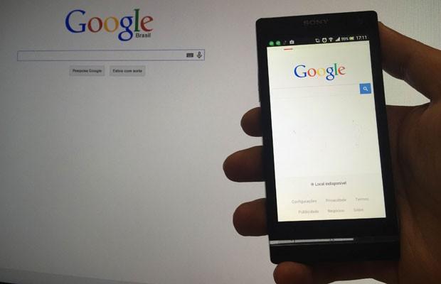 Páginas do Google exibidas no computador e no celular. (Foto: G1)