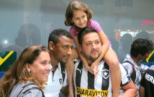 Elias Desembarque Botafogo (Foto: Thales soares)