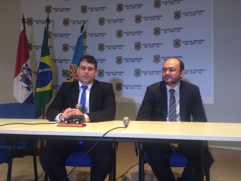 Delegados da PF falam sobre investigação de desvios de recursos em Olivença  (Foto: Carolina Sanches/G1)
