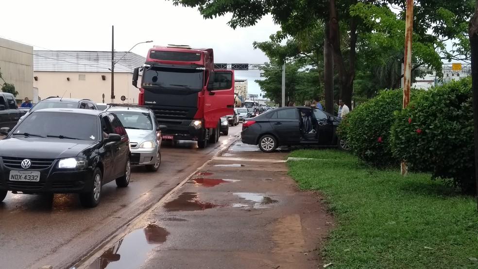 Acidente foi na Avenida Jorge Teixeira em Porto Velho (Foto: Hosana Morais/G1)