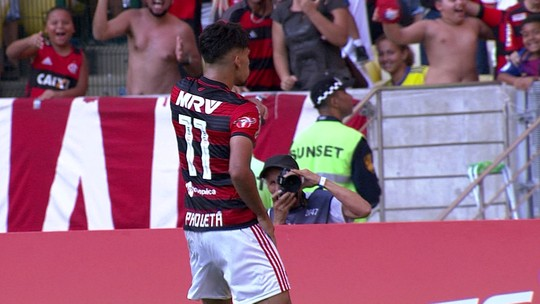 """Elias lamenta derrota no 100º jogo pelo Atlético-MG, mas pondera: """"Desempenho nosso é para título"""""""