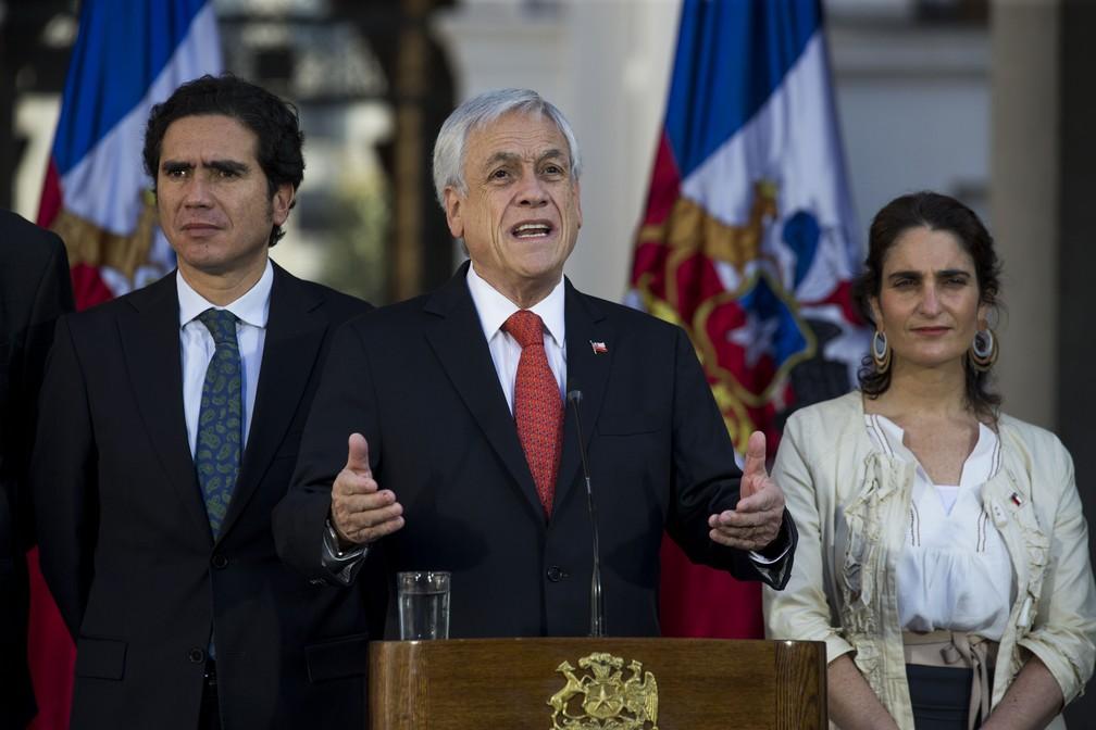 O presidente do Chile, Sebastián Piñera, durante anúncio nesta quarta (6) de medida que garante a renda mínima no país. — Foto: Javier Torres/AFP
