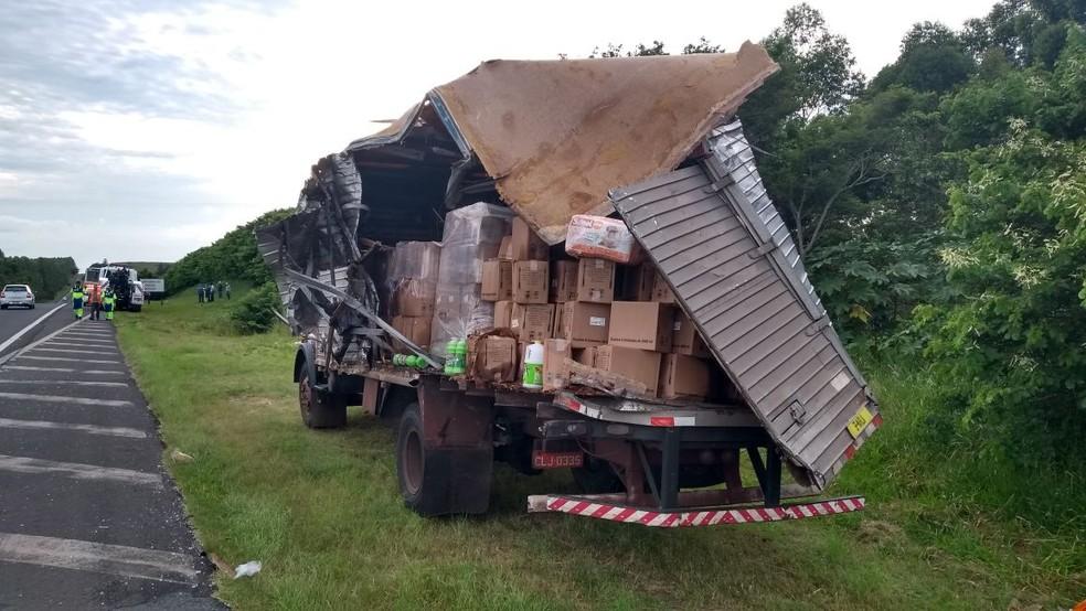 Caminhão se envolveu em acidente na SP-294 (Foto: César Evaristo/Arquivo pessoal)