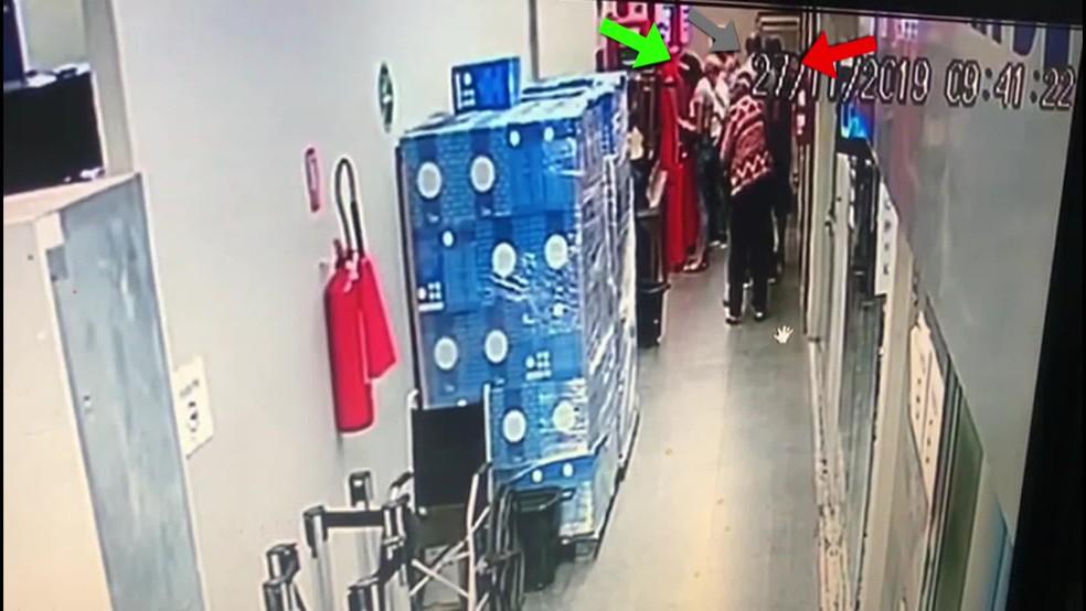Criminosos usam número 0800 para aplicar golpe em idoso no Recife — Foto: Reprodução/TV Globo
