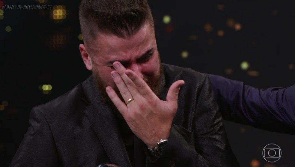 Zé Neto foi às lágrimas ao lembrar sua trajetória antes da fama, no Troféu Domingão - Melhores do Ano 2018 — Foto: TV Globo