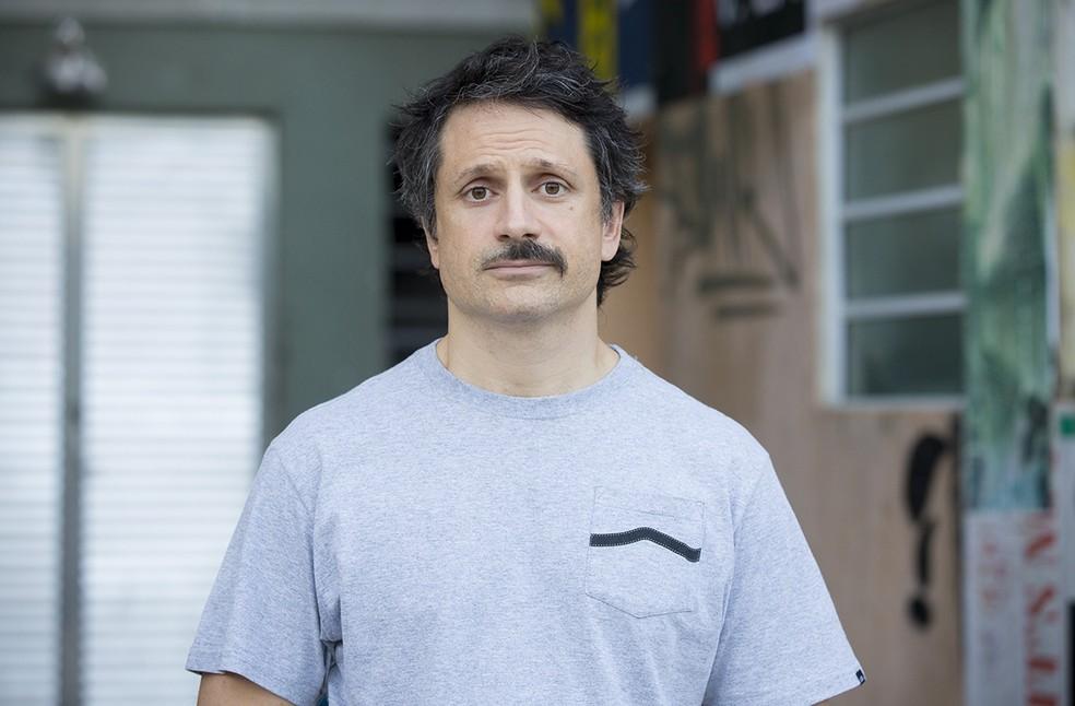 Na trama, Paulo vai fazer o bigode, acaba errando a mão e decide mudar o visual de vez (Foto: Isabella Pinheiro/Gshow)
