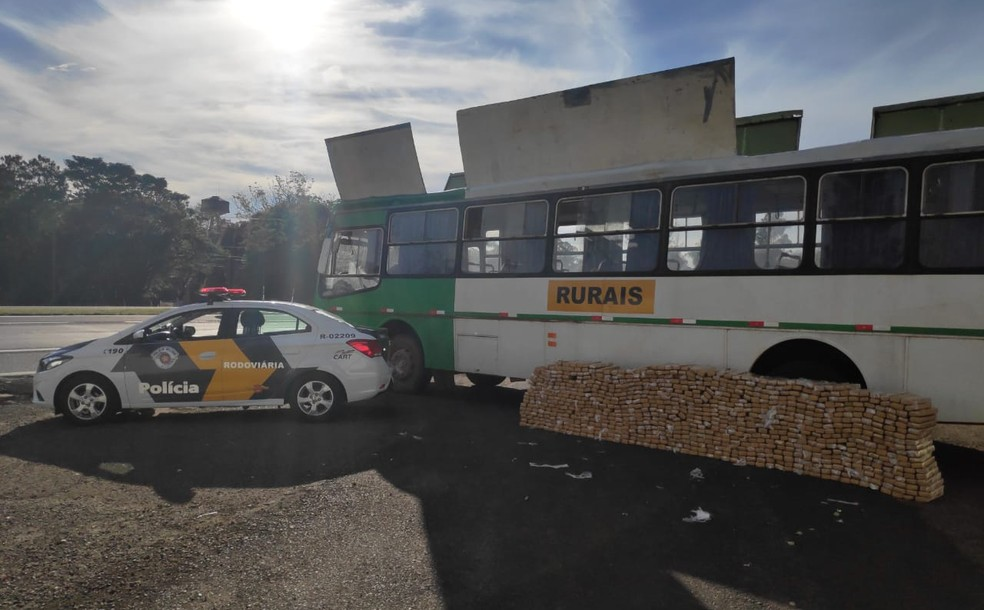 Ônibus lotado de maconha foi apreendido pela Polícia Rodoviária — Foto: Polícia Rodoviária/Cedida