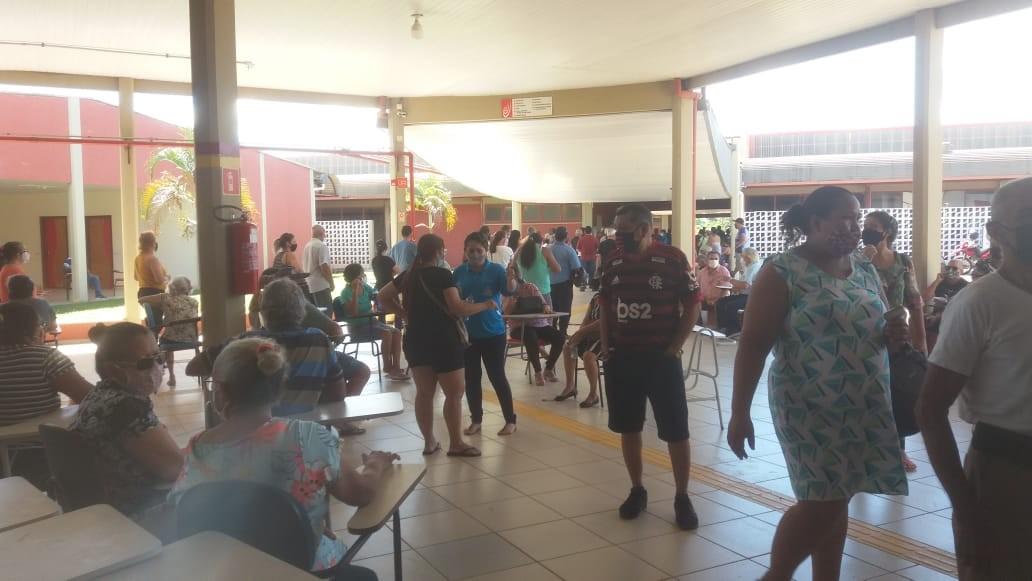 Aglomeração é registrada durante vacinação contra Covid em Porto Velho
