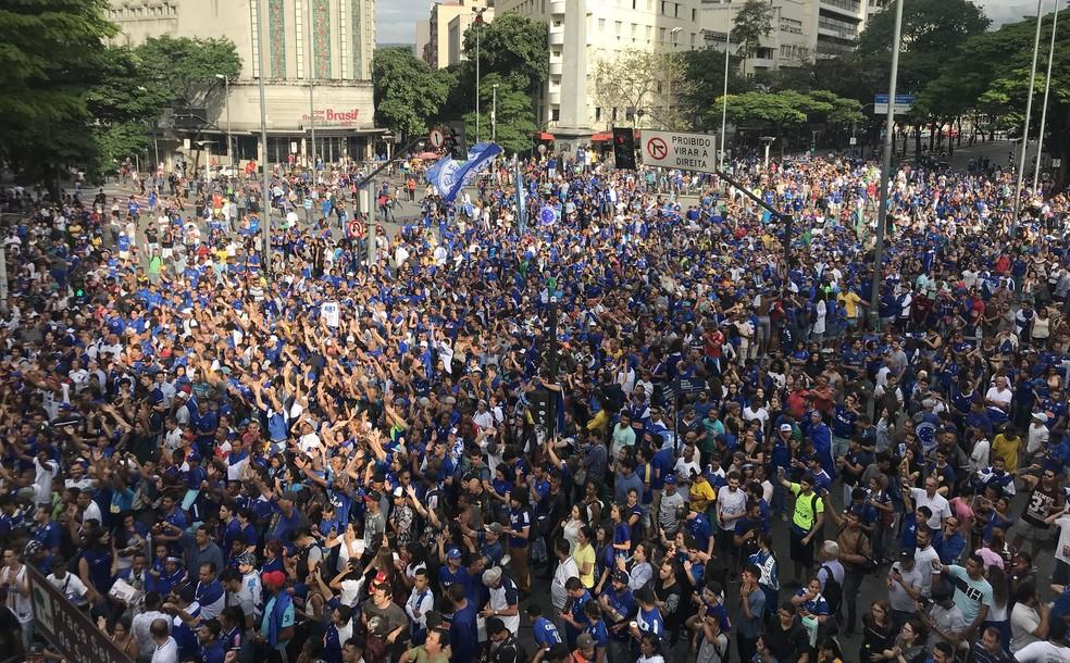 Torcida do Cruzeiro lotou a Praça Sete — Foto: Maurício Paulucci