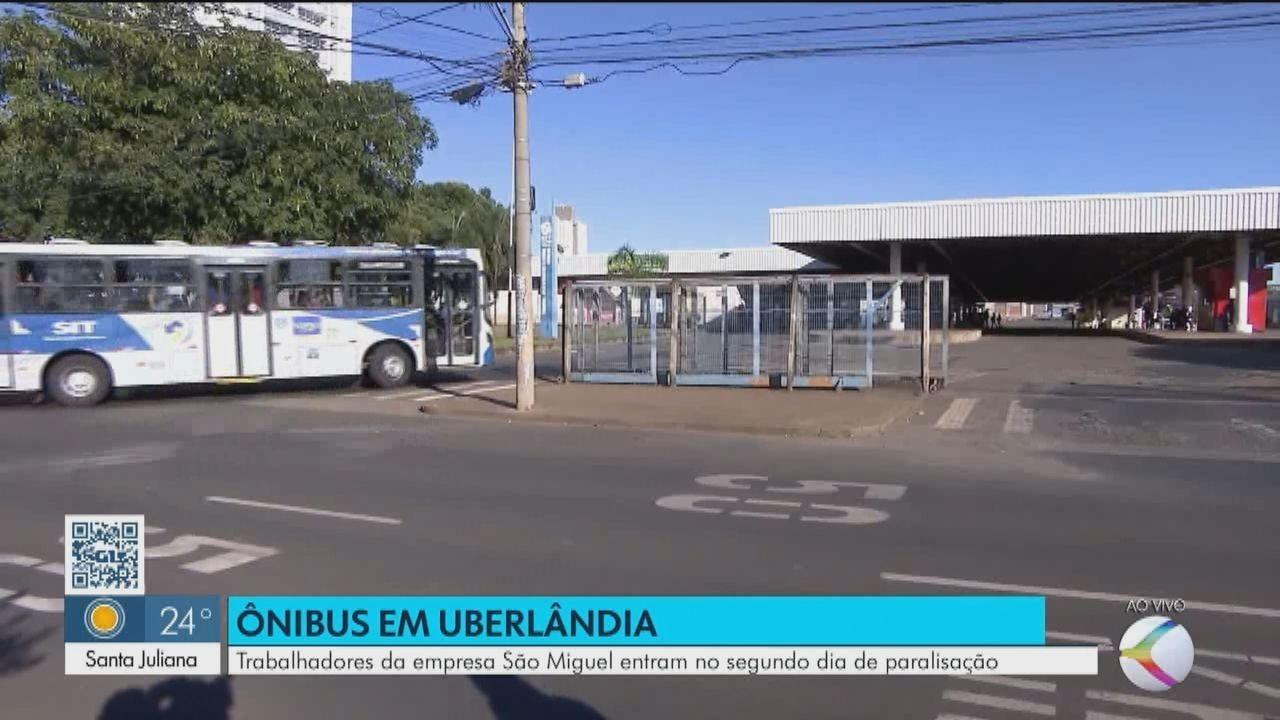 Trabalhadores de empresa de ônibus seguem em paralisação em Uberlândia