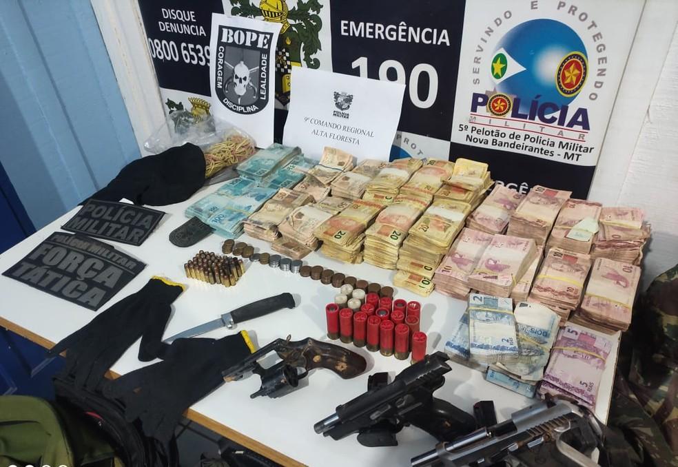 Dinheiro foi recuperado pela olícia — Foto: Assessoria