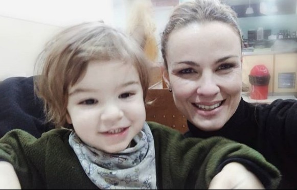 Carolina com o filho, Tom (Foto: Reprodução Instagram)