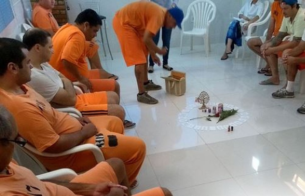 Detentos em Florianópolis participando de Constelação Familiar (Foto: Divulgação TJ-SC)