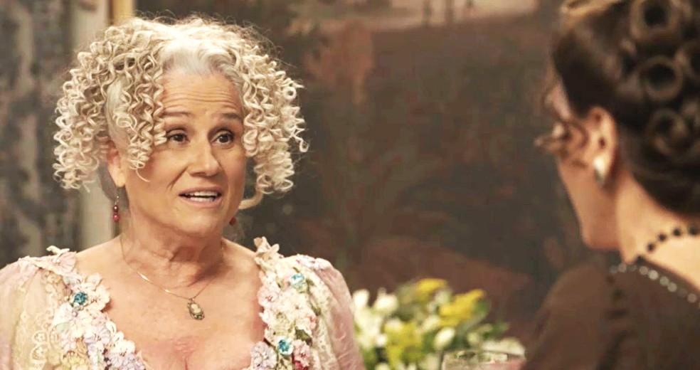 Ofélia diz exatamente o que colocou na vitamina de Lady Margareth e a inglesa fica desesperada  (Foto: TV Globo)