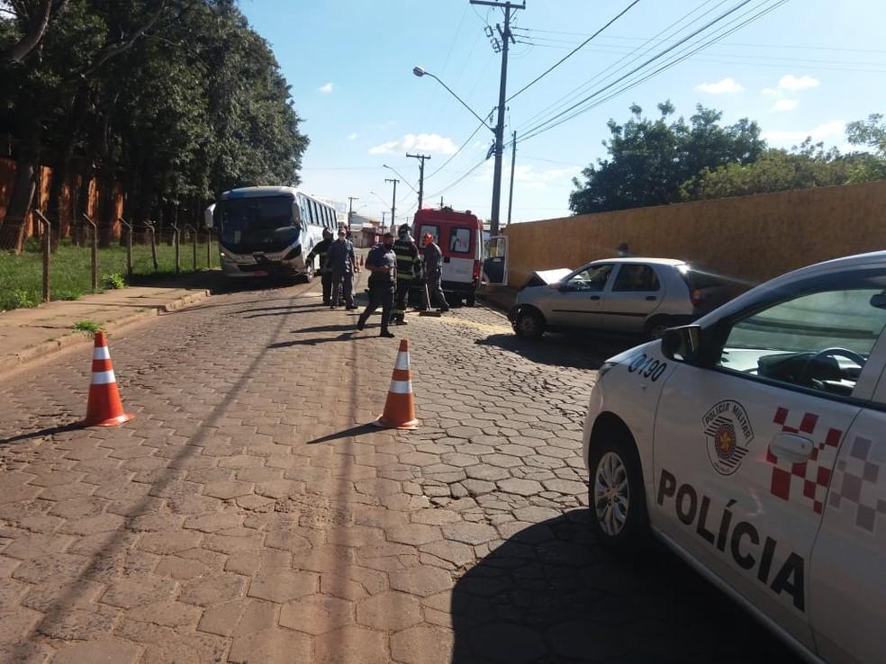 Colisão entre carro e ônibus deixa um ferido em Avaré — Foto: Arquivo Pessoal
