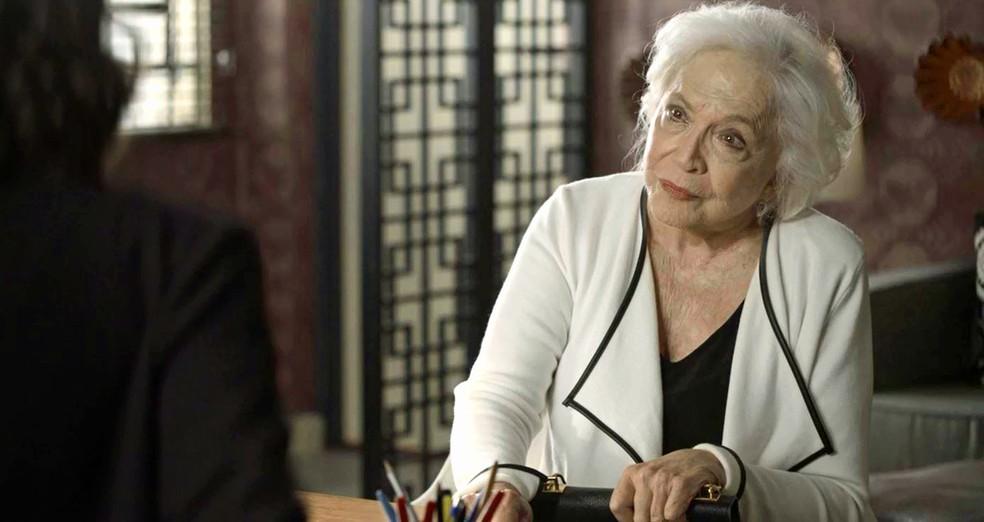 Gladys (Nathalia Timberg) diz que Jô (Agatha Moreira) vai receber o castigo que merece, em 'A Dona do Pedaço' — Foto: Globo