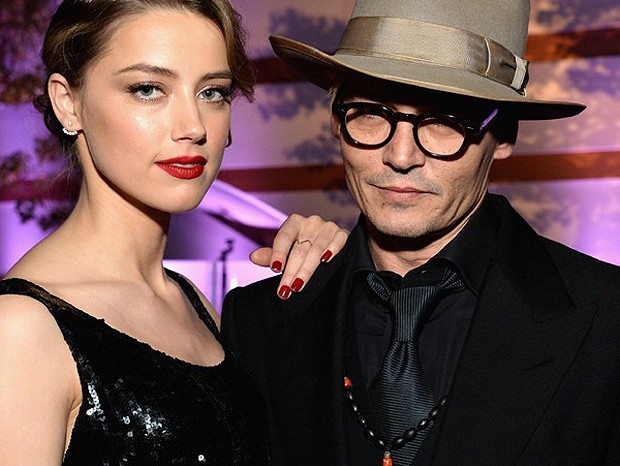 Amber Heard e Johnny Depp (Foto: The Grosby Group)