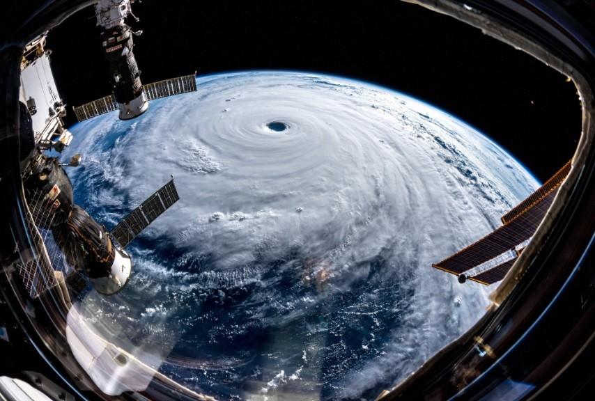 Tufão visto do espaço (Foto: Divulgação)