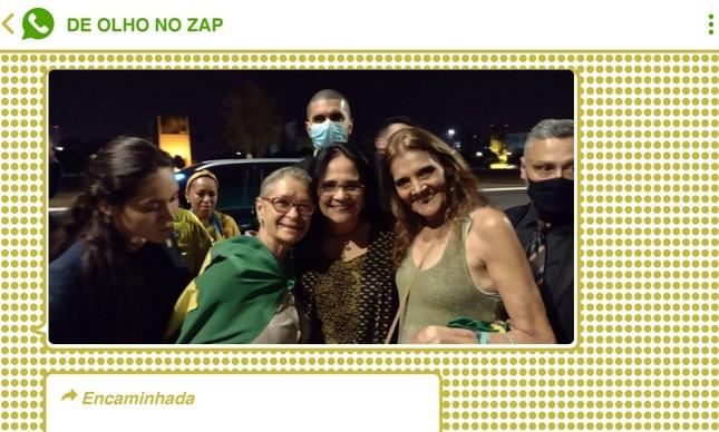 Ministra da Família, Mulher e Direitos Humanos, Damares Alves, foi ao encontro da multidão bolsonarista em Brasília