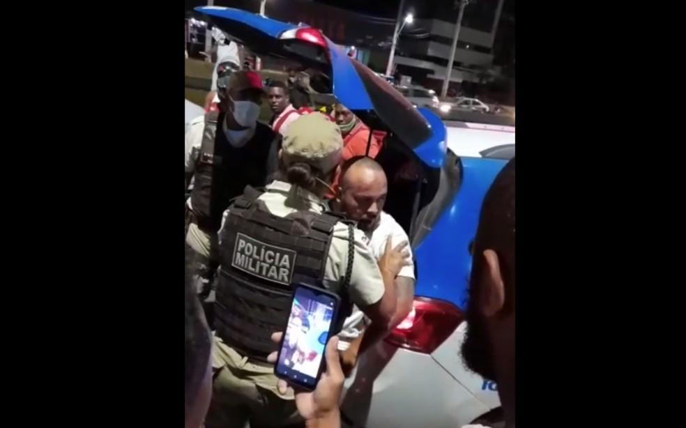 Homem preso após dirigir na contramão e matar motociclista na Avenida ACM — Foto: Redes Sociais