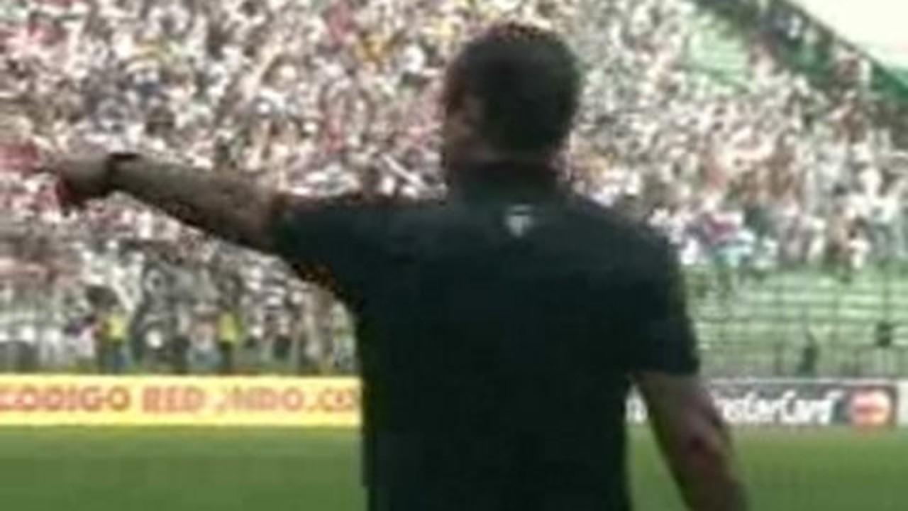 Dentro de campo ele também não dava moleza... Veja as reações de Muricy durante o jogo do título Brasileiro de 2008