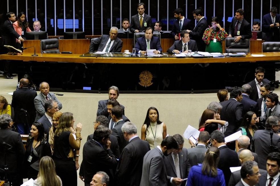 Deputados reunidos no plenário da Câmara durante a sessão desta terça (10) (Foto: Luis Macedo/Câmara dos Deputados)
