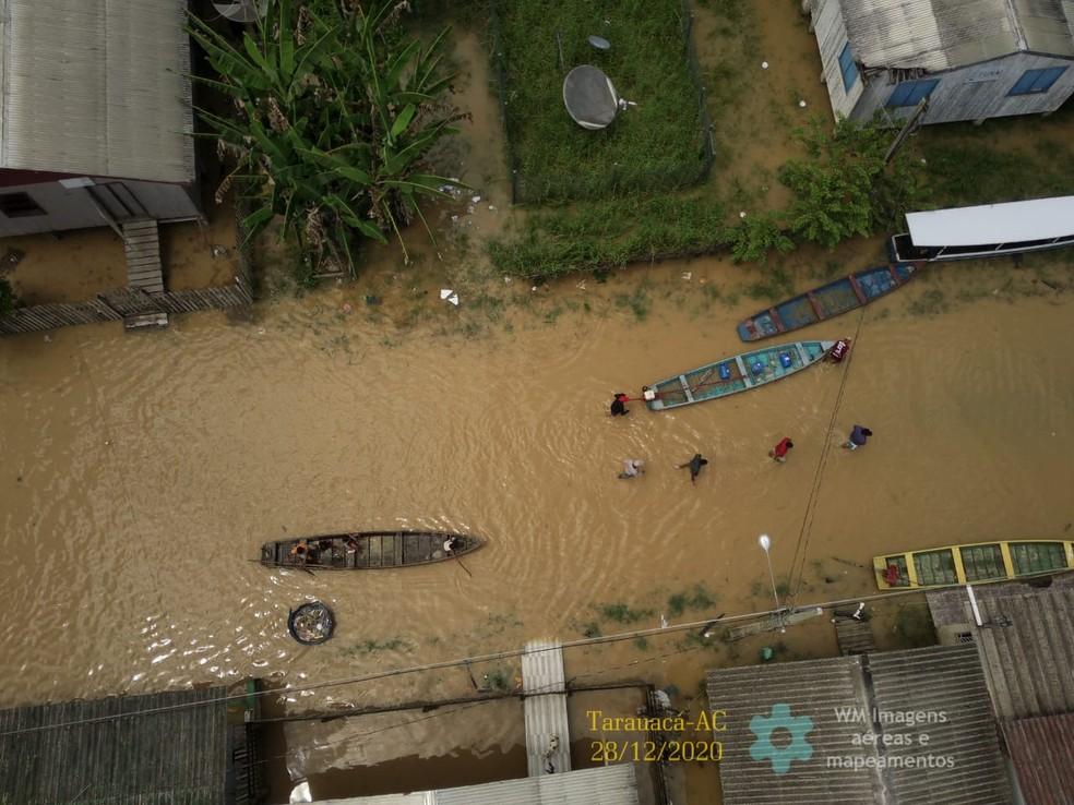 Famílias foram retiradas de casas e levadas para escola na cidade de Tarauacá — Foto: Willian Carlos de Lima Moreira/Arquivo pessoal