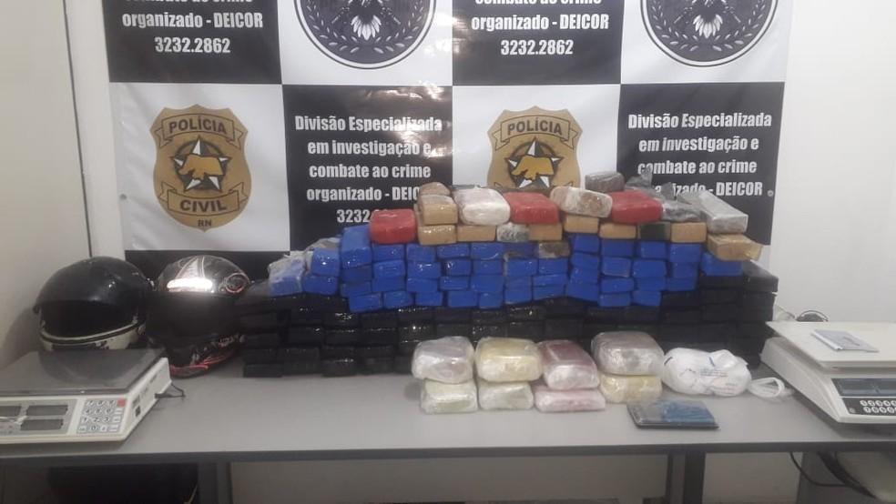 Polícia prende 9 suspeitos de tráfico e apreende 130 tabletes de drogas em Pipa e na Grande Natal — Foto: Polícia Civil/Divulgação